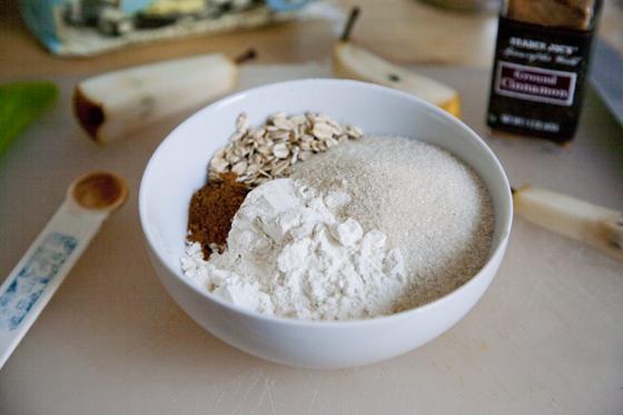 8-Ingredient Vegan Pear Crisp! Bake in ramekins for instant portion control. | picklesnhoney.com #vegan #pear #crisp #recipe #dessert