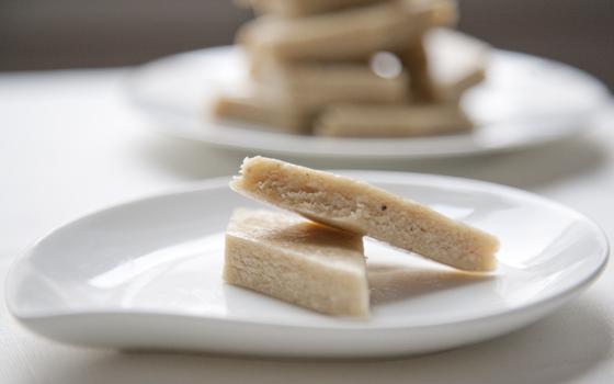 cashew_fudge_pieces