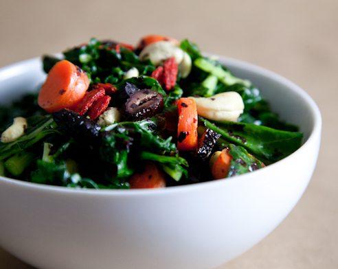 Superfood Kale Avocado Salad with Olives | picklesnhoney.com #kale #salad #recipe