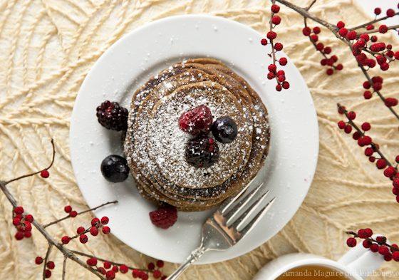 Guten-Free & Vegan Gingerbread Buckwheat Pancakes // picklesnhoney.com