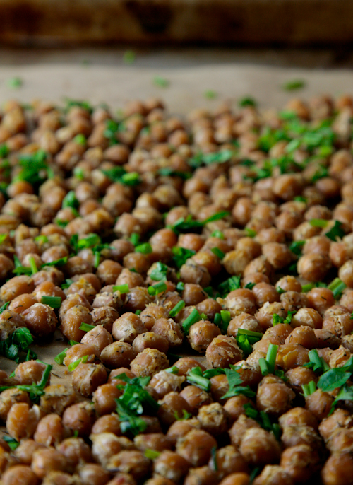 Cool Ranch Roasted Chickpeas // picklesnhoney.com