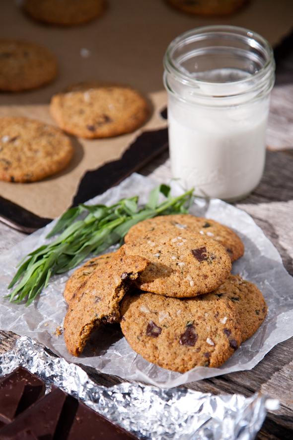 Tarragon Salted Dark Chocolate Chunk Cookies (Vegan & Gluten-Free) | picklesnhoney.com