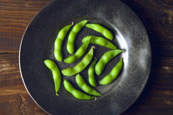 High Protein Edamame Wasabi Hummus | picklesnhoney.com