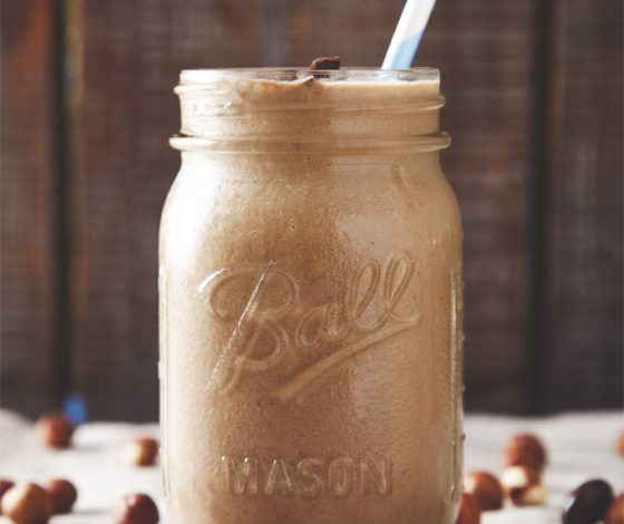 Protein-Packed Vegan Nutella Smoothie + Vega Giveaway! | picklesnhoney.com