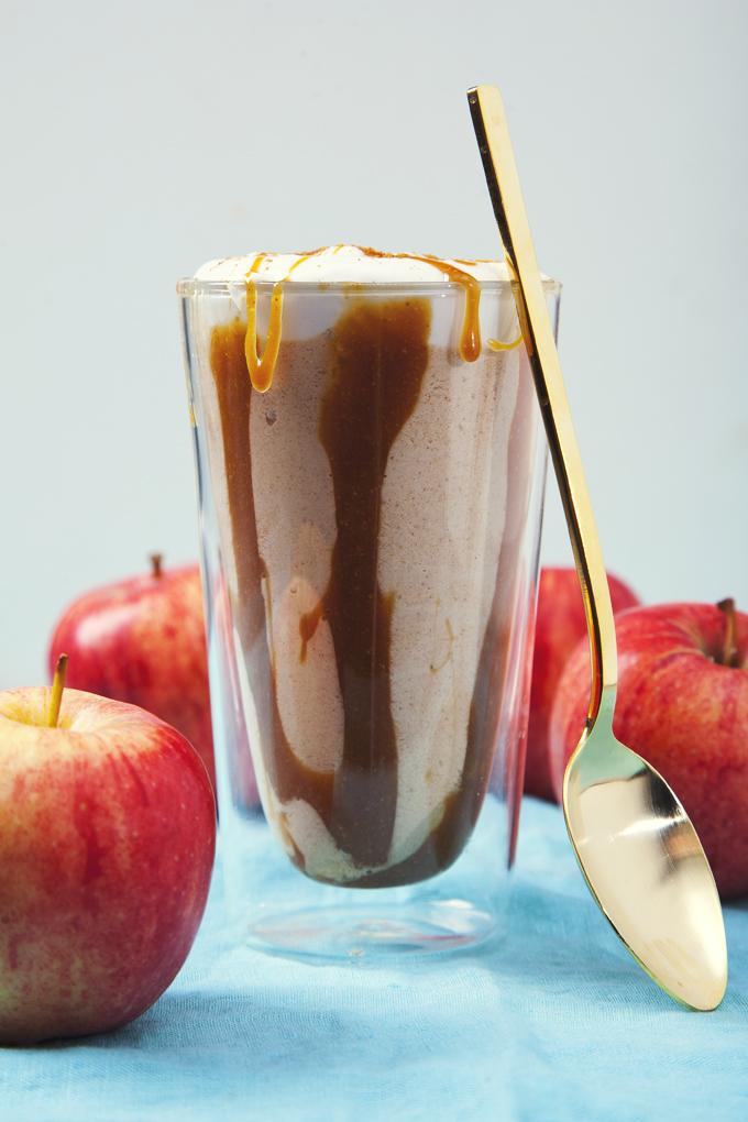Caramel Apple Pie Milkshakes (Vegan, Gluten-Free, No Bake) | picklesnhoney.com