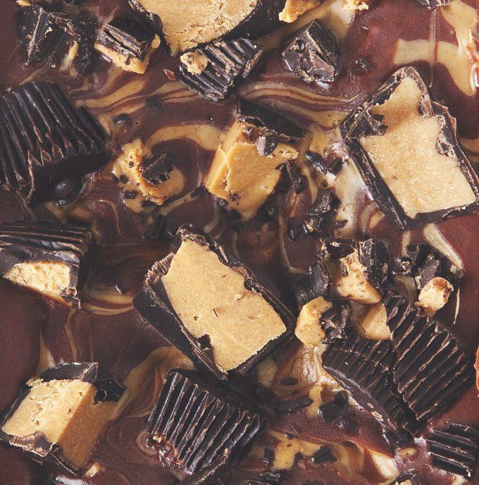 Easy 2-layer Chocolate Peanut Butter Fudge (Vegan, Gluten & Processed Sugar-Free)   picklesnhoney.com