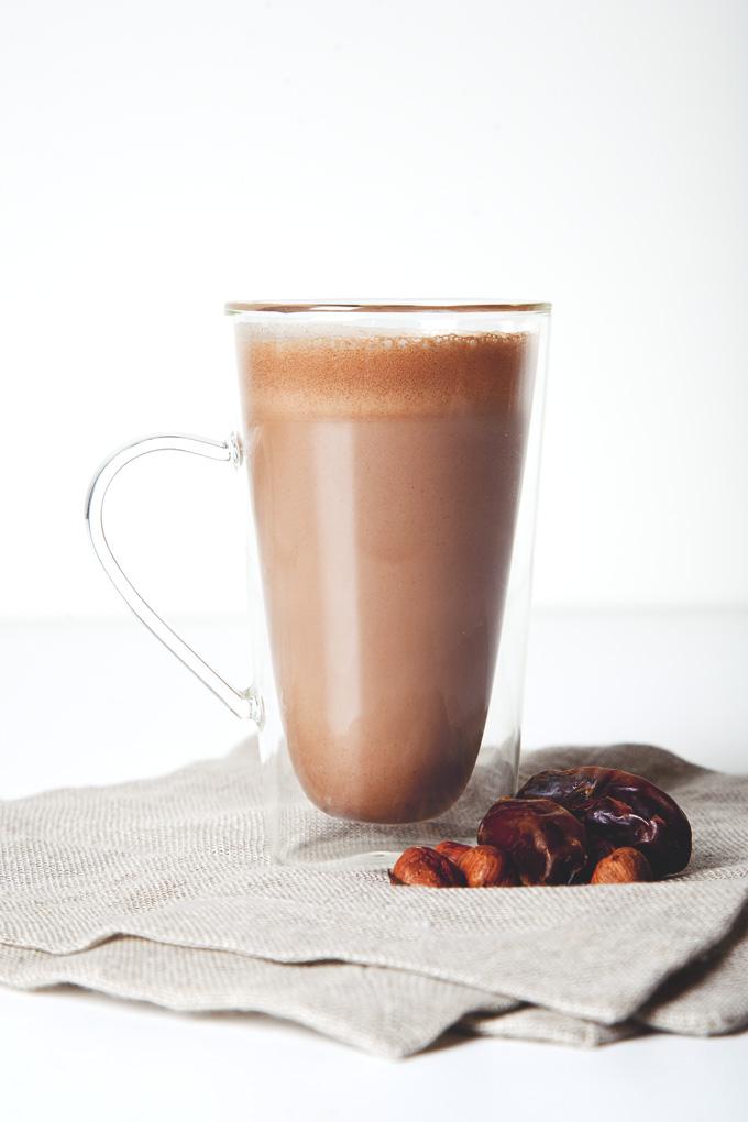 Vegan Nutella Hot Chocolate (Or Vegan Nutella Chocolate Milk!) | picklesnhoney.com