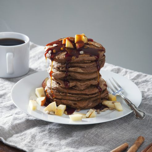 10-Ingredient Apple Cinnamon Vegan Protein Pancakes!   picklesnhoney.com #vegan #protein #pancakes #apple #cinnamon #recipe #breakfast #brunch