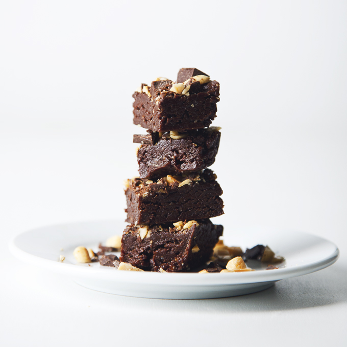 No-Bake Vegan & GF Peanut Butter Brownie Bites | picklesnhoney.com