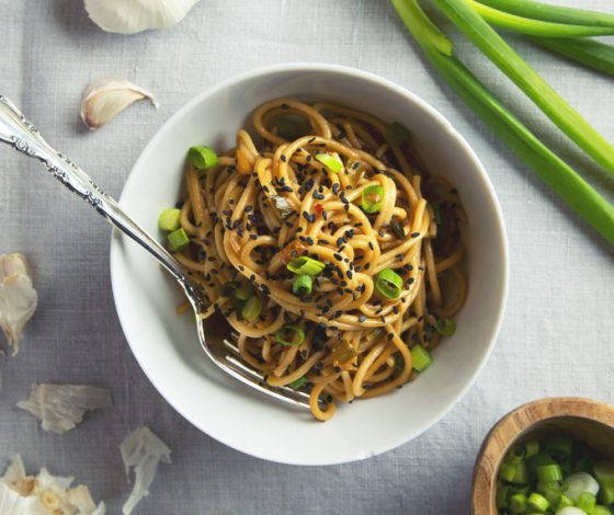 Easy Vegan Garlic Sesame Noodles (9 Ingredients & Gluten-Free!) | picklesnhoney.com #vegan #garlic #sesame #noodles #glutenfree #recipe #main #lunch #dinner