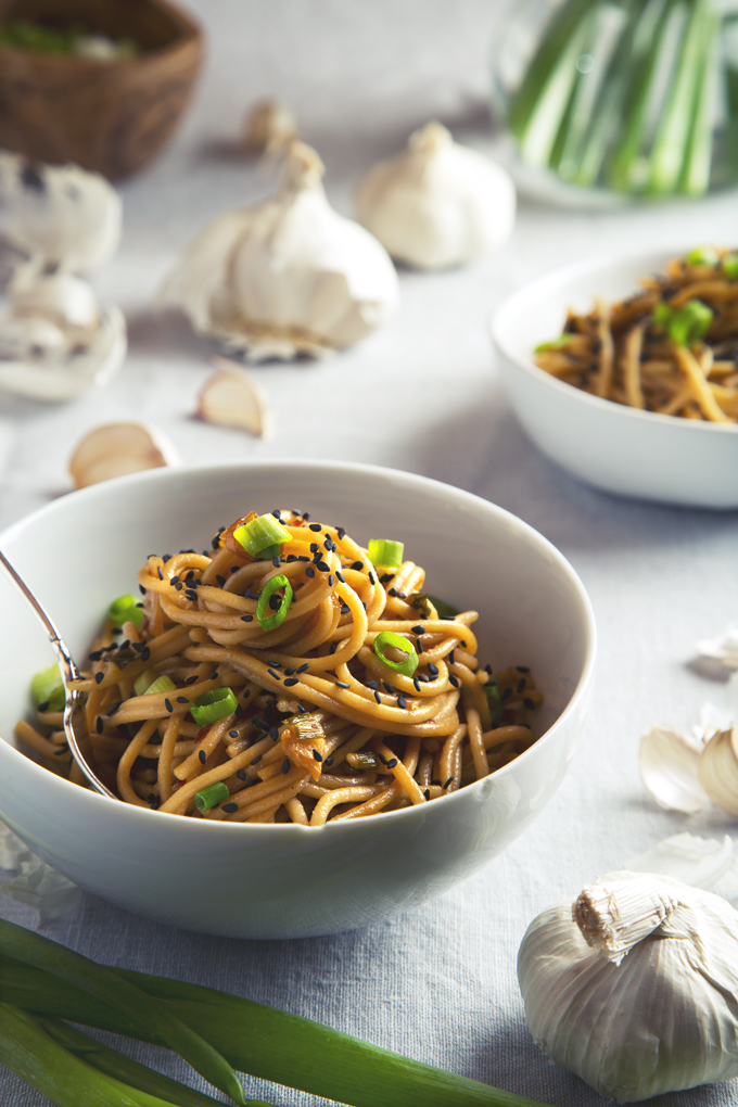 Easy Vegan Garlic Sesame Noodles (9 Ingredients & Gluten-Free!) | picklesnhoney.com #vegan #garlic #sesame #noodles #glutenfree #recipe #main #lunch #dinner