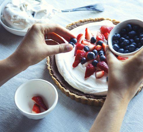 No-Bake Dark Chocolate Chickpea Pie with Pretzel Crust | picklesnhoney.com #vegan #glutenfree