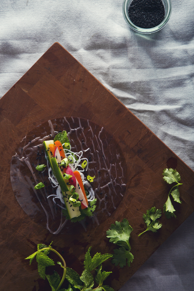 Vietnamese Summer Rolls with Easy Peanut Dipping Sauce | picklesnhoney.com #vegan #glutenfree