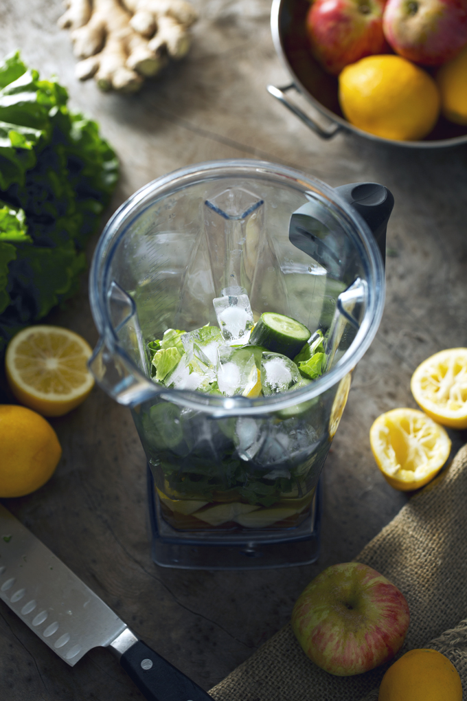 Mighty Green Smoothie   picklesnhoney.com #recipe #smoothie #drink