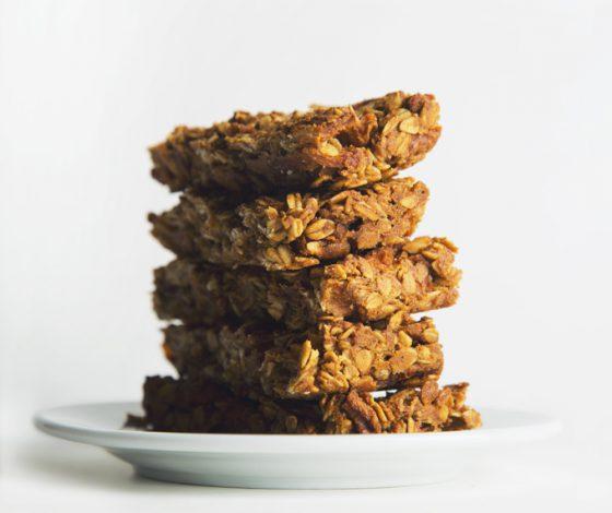 Apple Pie Granola Bars | picklesnhoney.com #vegan #recipe
