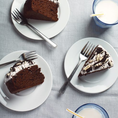 9-Ingredient Vegan Oreo Chocolate Cake with Fluffy Oreo Frosting!   picklesnhoney.com #vegan #oreo #chocolate #cake #recipe #desser