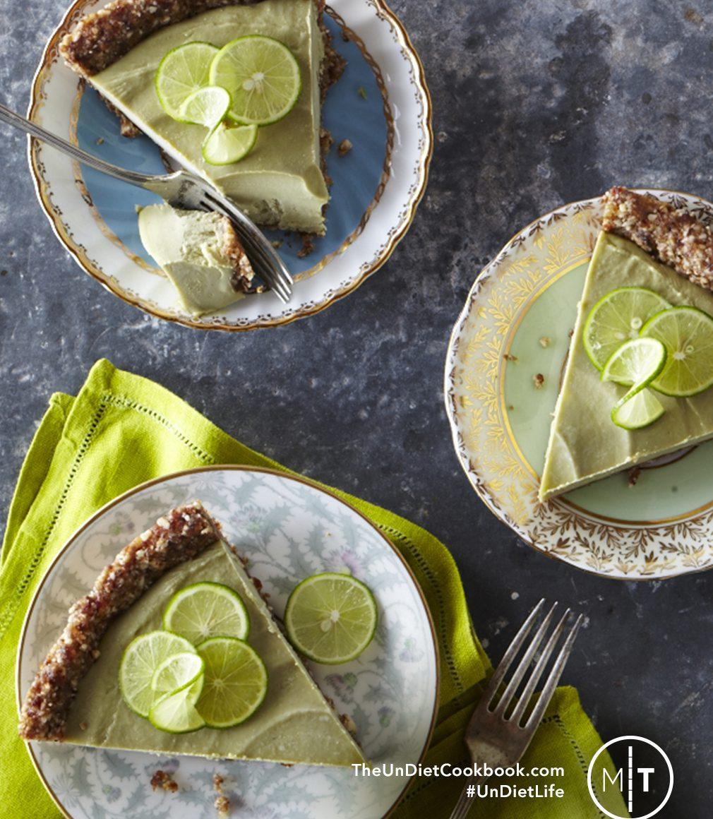Rawmazing Key Lime Pie! Vegan, Soy-Free & Grain-Free, with just 10 Ingredients and 25 Minutes of Prep Work | picklesnhoney.com #recipe #dessert #pie #vegan #raw