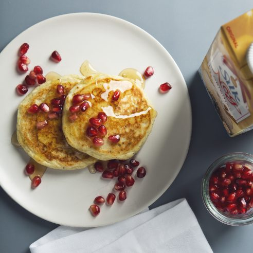 Easy Vegan Egg Nog Pancakes! 7 Ingredients | picklesnhoney.com #recipe #vegan #eggnog #holidays #pancakes #dairyfree #breakfast #brunch