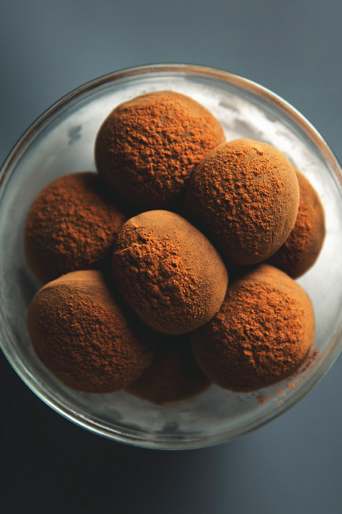 Gingerbread Dark Chocolate Truffles | 10 Ingredients, Vegan + Gluten-Free | www.picklesnhoney.com #chocolate #gingerbread #truffles #vegan #dessert #FestiveFlavors