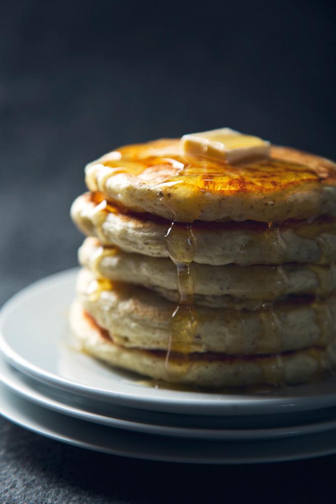 Easy Vegan Eggnog Pancakes! 7 Ingredients | picklesnhoney.com #recipe #vegan #eggnog #holidays #pancakes #dairyfree #breakfast #brunch #SilkHolidays
