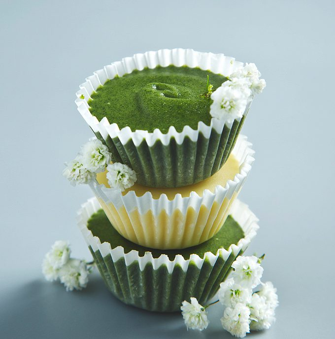 Superfood Vegan White Chocolate Almond Butter Cups (2 ways)   picklesnhoney.com #vegan #chocolate #chlorella