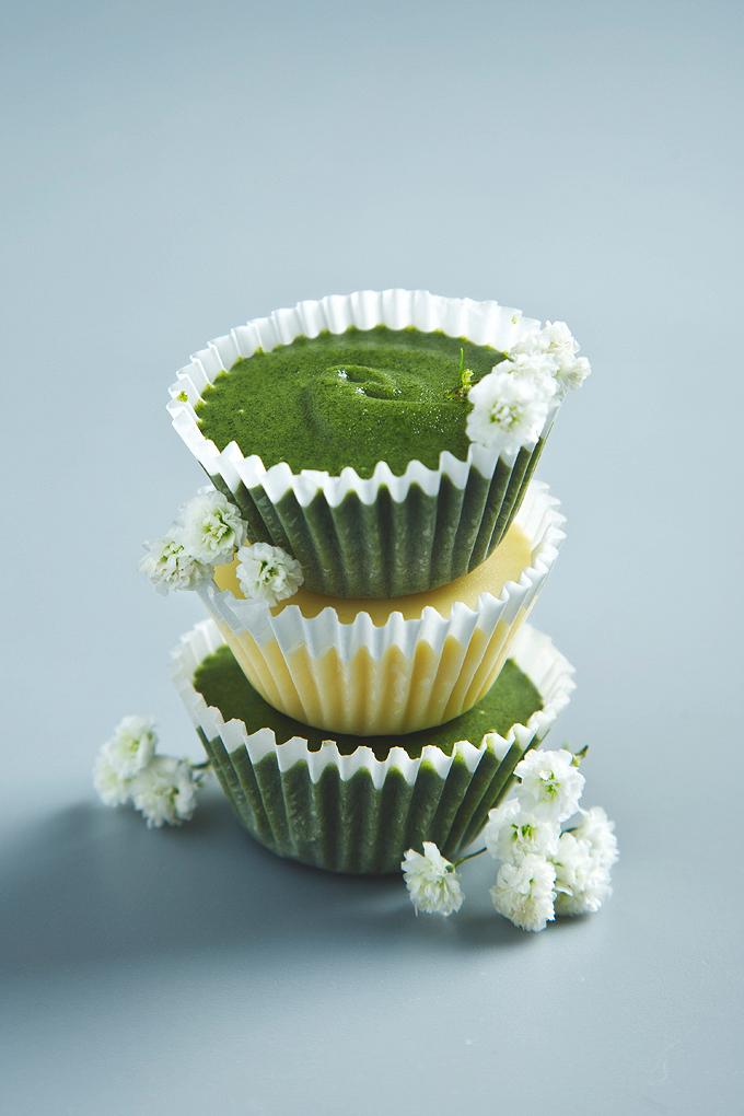 Superfood Vegan White Chocolate Almond Butter Cups (2 ways) | picklesnhoney.com #vegan #chocolate #chlorella