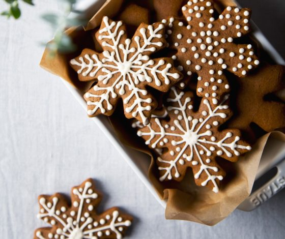 Vegan Gingerbread Cookies | picklesnhoney.com #vegan #cookies #gingerbread #recipe