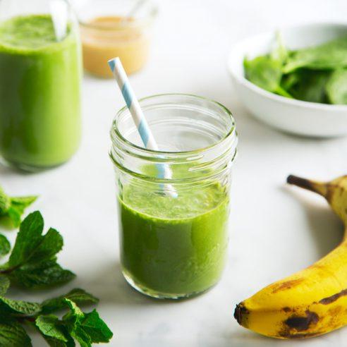Vegan Shamrock Shake Smoothie | picklesnhoney.com #vegan #shamrock #shake #smoothie #milkshake #recipe