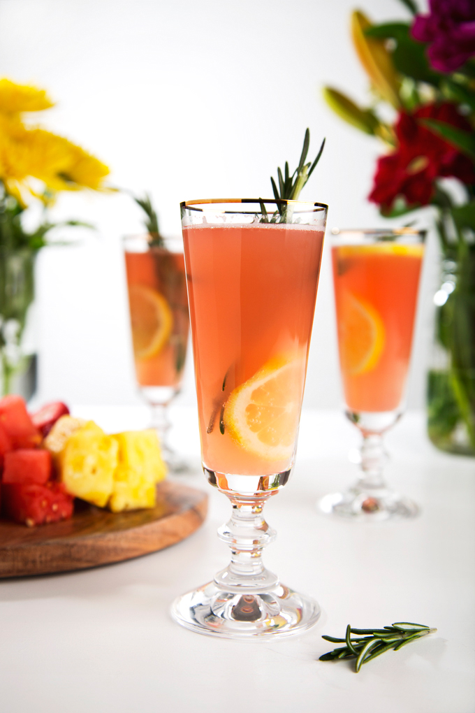 Sparkling Watermelon Rosemary Lemonade Cocktails | picklesnhoney.com #watermelon #lemonade #cocktail #drink #recipe