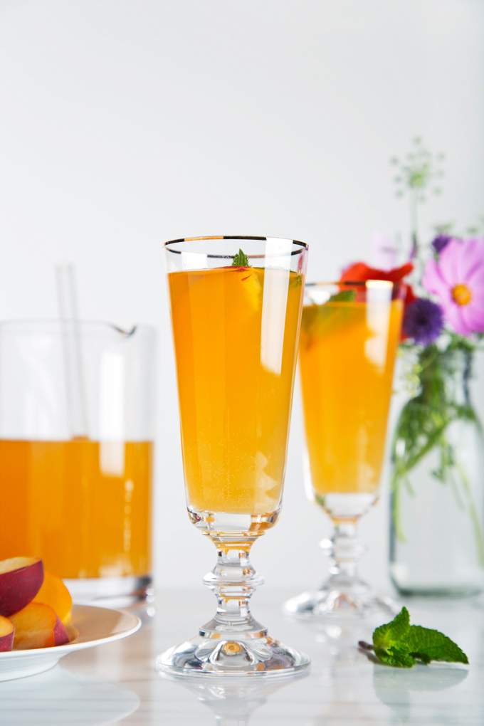 Sparkling Ginger Peach Cocktail | picklesnhoney.com #cocktail #peach #ginger #recipe #summer #drink