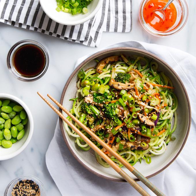 15 Minute Zucchini Noodle Lo Mein | picklesnhoney.com #lunch #dinner #lomein #vegan #recipe #zucchini #zoodles