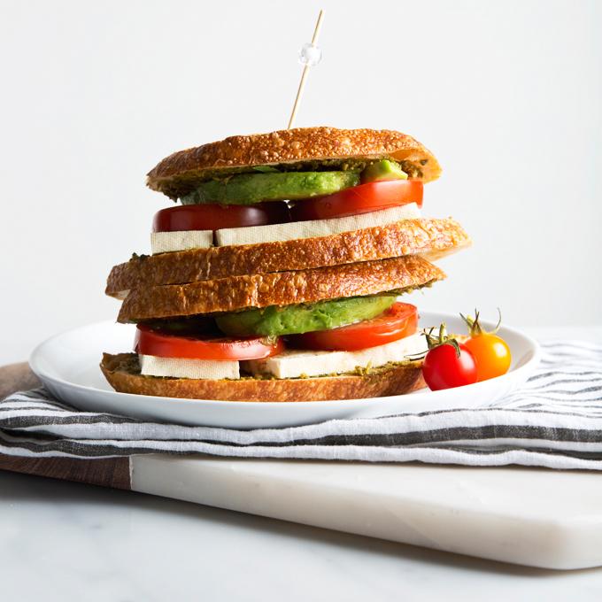 Vegan Caprese Grilled Cheese Sandwich | picklesnhoney.com #vegan #caprese #sandwich #grilled #recipe #lunch #dinner