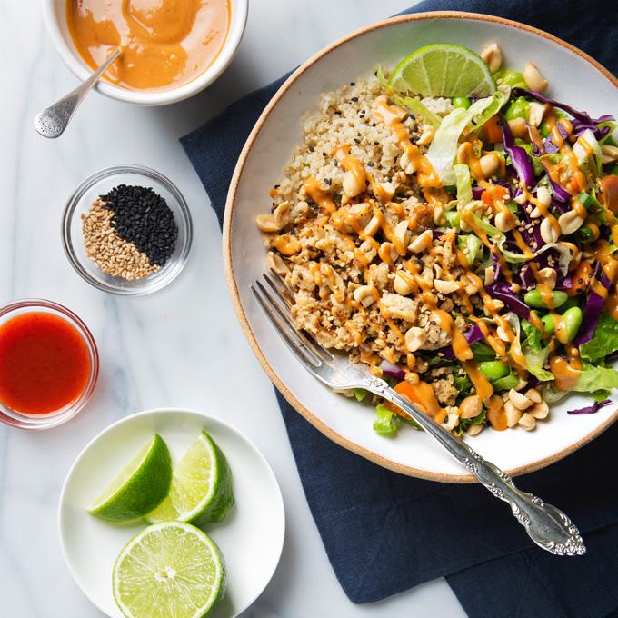 Spicy Thai Salad with Tempeh & Peanut Dressing | picklesnhoney.com #recipe #thai #salad #tempeh #peanut #main
