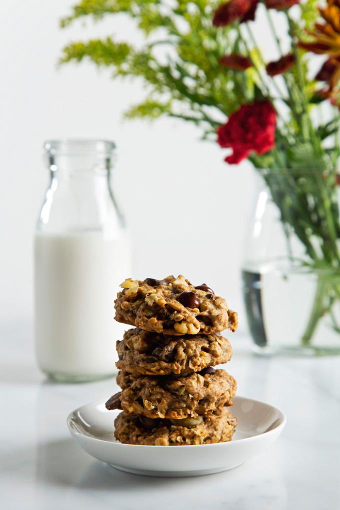 9 Ingredient Soft-Baked Banana Bread Cookies | picklesnhoney.com #vegan #banana #cookies #recipe #dessert
