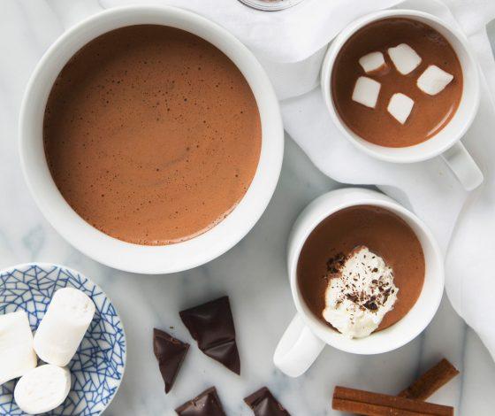 5 Minute Cinnamon Cacao Hot Chocolate | picklesnhoney.com #vegan #hotchocolate #chocolate #drink #recipe