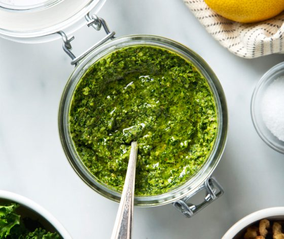 Lemony Walnut & Kale Pesto | picklesnhoney.com #vegan #pesto #recipe #kale #walnut
