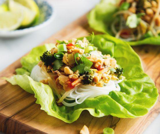 Vegetable Pad Thai Lettuce Wraps with Tempeh | picklesnhoney.com #vegan #padthai #lettuce #wrap #lunch #dinner #recipe
