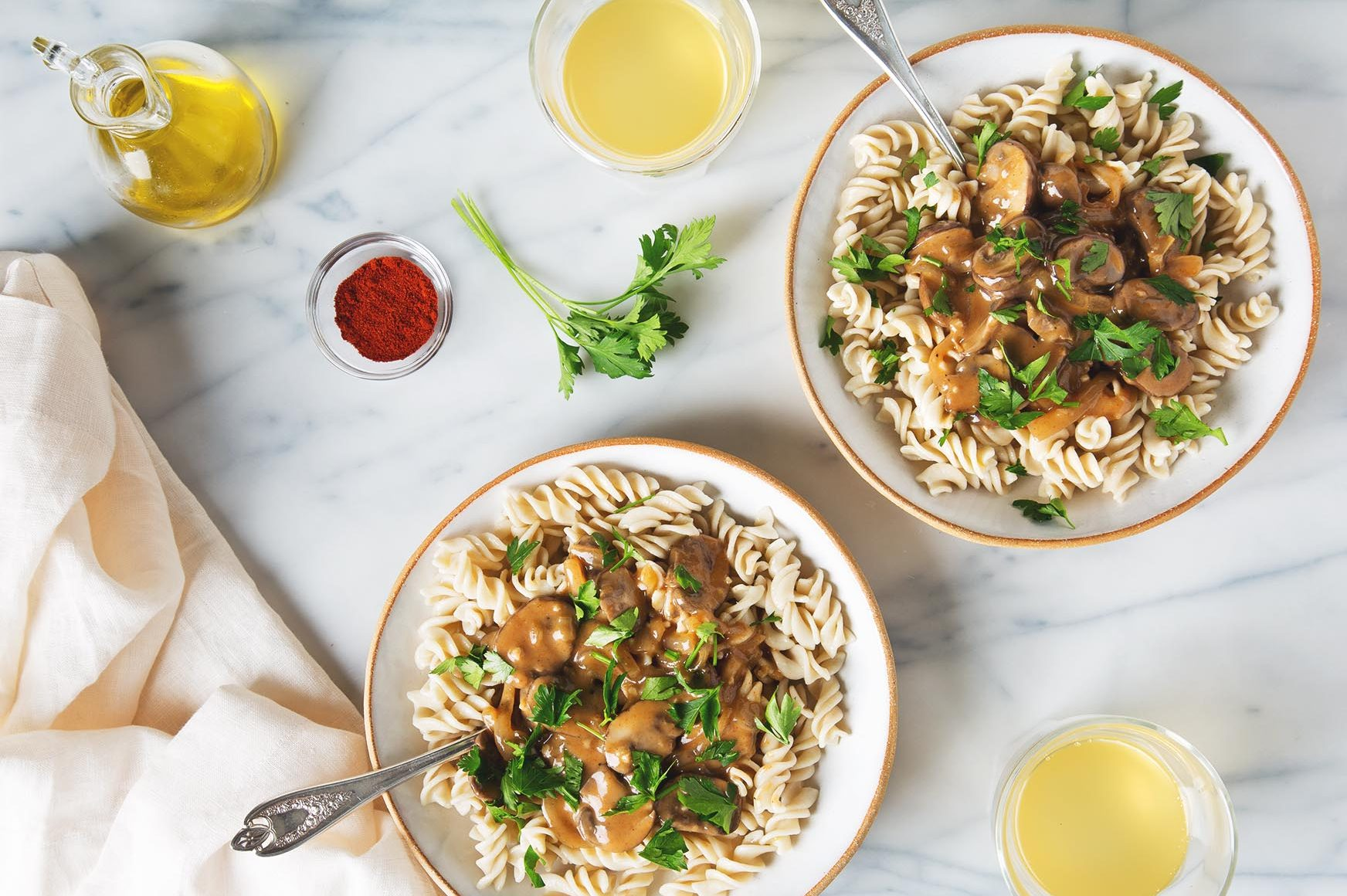 25 Minute Weeknight Mushroom Stroganoff | picklesnhoney.com #vegan #mushroom #stroganoff #dinner #recipe