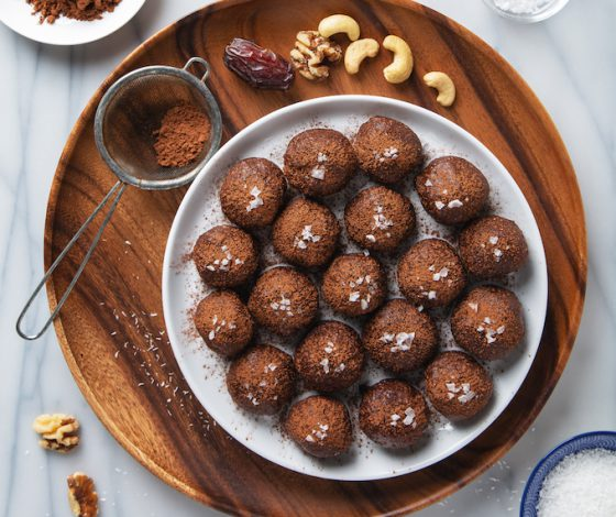 15-Minute Salted Dark Chocolate Fat Balls | picklesnhoney.com #vegan #glutenfree #snack #dessert #chocolate #fatballs #recipe