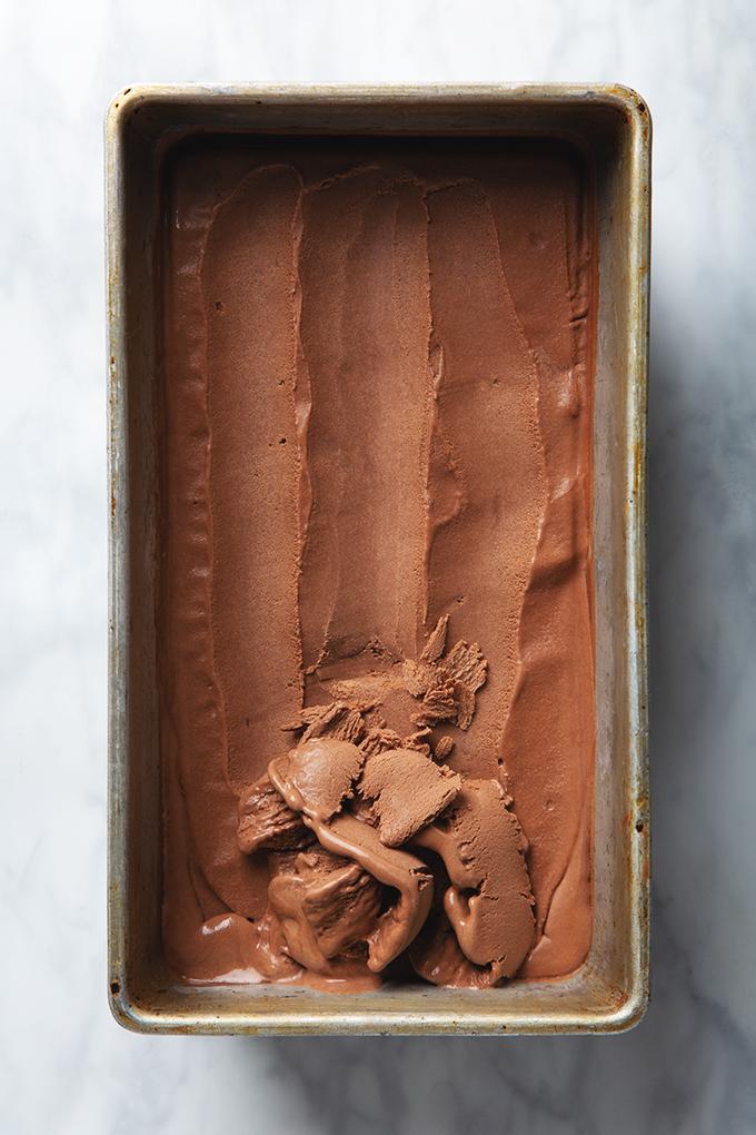 Naked Chocolate Ice Cream (with just 5 ingredients) | picklesnhoney.com #chocolate #icecream #recipe #vegan #dessert