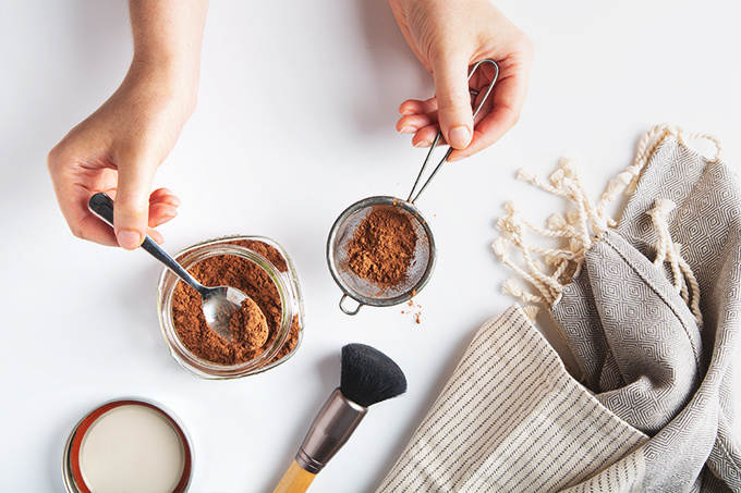 I Tried It: Raw Cacao Powder Dry Shampoo   picklesnhoney.com #diy #dryshampoo #shampoo #cacao #cocoa #greenbeauty #homemade