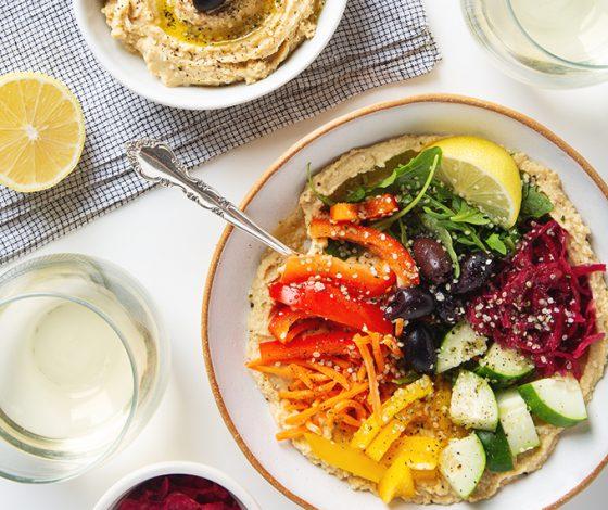 Weeknight-Friendly Rainbow Hummus Bowl | picklesnhoney.com #vegan #glutenfree #hummus #recipe #lunch #dinner #appetizer
