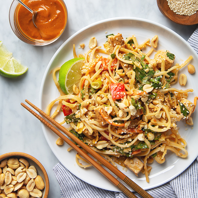 Tofu Pad Thai Salad with Peanut Dressing | picklesnhoney.com #tofu #padthai #salad #vegan #peanut #dressing #recipe
