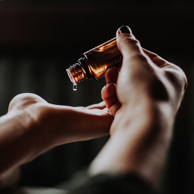 I Tried It: Peppermint Oil for Headaches | picklesnhoney.com #peppermint #essentialoil #diy #headache