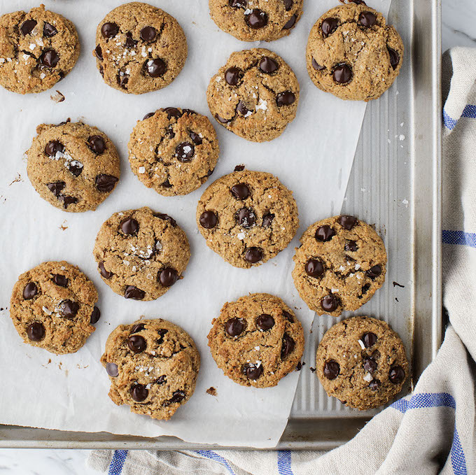 25-Minute Flourless Almond Chocolate Chip Cookies from Love and Lemons Every Day Cookbook! Gluten-Free, Grain-Free & Vegan | picklesnhoney.com #flourless #almond #chocolate #chocolatechip #cookies #vegan #glutenfree #grainfree #dessert #recipe #loveandlemons