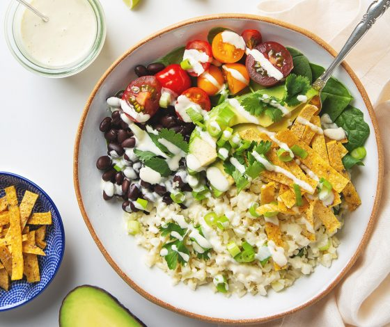 30 Minute Cauliflower Rice Burrito Bowl | picklesnhoney.com #cauliflower #rice #burrito #bowl #recipe #vegan #glutenfree #lunch #dinner